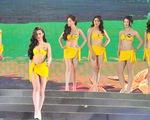 70 ứng viên hoa hậu khoe sắc bên bờ biển Tây