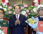Chủ tịch nước trao quyết định thăng quân hàm hai sĩ quan cấp cao