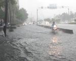 Đường Nguyễn Hữu Cảnh mưa 26 phút cũng ngập: Siêu máy bơm thúc thủ?