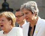 """Thủ tướng Theresa May loạng choạng tay chèo """"con thuyền Brexit"""""""
