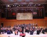 Nghe Quốc ca Việt Nam trong đêm hòa nhạc Toyota
