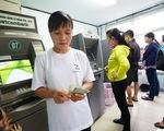 Vietcombank lại thông báo tăng phí rút tiền ATM nội mạng