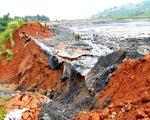 Vỡ hồ chứa bùn thải nhà máy phân bón tại Lào Cai