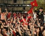 Tuyển Việt Nam chiến thắng quả cảm, Sài Gòn, Hà Nội đón