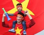 Người hâm mộ ngóng chờ các người hùng tuyển Việt Nam