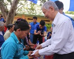 Thành đoàn TP.HCM tặng 215 phần quà cho người dân Củ Chi