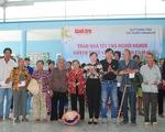 Xã nghèo nhất huyện nhận quà tết từ báo Tuổi Trẻ và quỹ Thiện Tâm