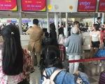 Dòng người Việt ở sân bay Đài Loan dài 100m chờ về quê ăn Tết