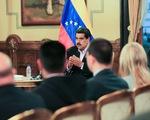 Mỹ bắt đầu tung đòn kinh tế với chính quyền Maduro