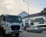 Phó chủ tịch quận 2 hứa ngăn xe tải nặng chạy trước cổng trường