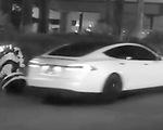 Tai nạn hi hữu: Xe tự lái tông robot 'tử vong'