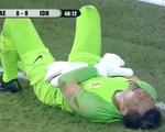 Thủ môn mắc sai lầm hai lần bắt hụt bóng khiến Indonesia nhận