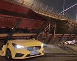 Cầu vượt Trung Quốc sập như cầu giấy dù chỉ 5 xe trên đó