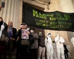 Nhà máy hóa chất cháy, dân Pháp tố chính quyền bưng bít thông tin