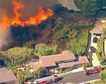 Video: Cháy rừng đe dọa hàng trăm căn nhà tại California