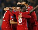 Chamberlain ghi bàn kiểu trivela, Liverpool thắng đậm Genk