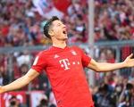Lewandowski lập kỷ lục ghi bàn, Bayern Munich chiếm ngôi đầu bảng