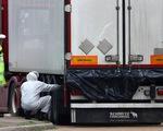 Đại sứ Việt Nam ở Anh đến hiện trường xác minh tên tuổi 39 người chết trong container