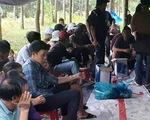 Khởi tố 12 đối tượng sát phạt bằng xóc đĩa trong rừng cao su