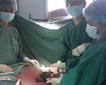Mổ tách thành công khối u vú nặng 6kg cho cụ bà 73 tuổi
