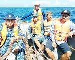 Ứng cứu kịp thời 12 ngư dân Bình Định bị chìm tàu ở Trường Sa
