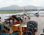 Tạm đóng cửa sân bay, hàng không hủy nhiều chuyến do bão số 6