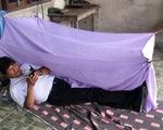 Cựu tổng thống Bolivia tị nạn ở Mexico, ngủ trong căn nhà tồi tàn đầy bụi bặm