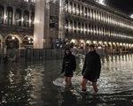 Venice đạt đỉnh triều trong 50 năm, người dân và du khách cùng khổ