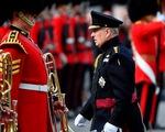 Hoàng tử Anh lui vào hậu trường vì qua lại với tỉ phú ấu dâm Epstein