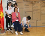 Sinh viên sáng tạo thiết bị giữ ấm chân cho người già