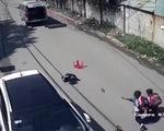 Vụ 3 học sinh rớt khỏi xe đưa rước: Có thể mở cửa từ bên trong?