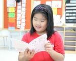 Cô bé lớp 3 làm sách