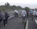 Kẹt xe kéo dài, tài xế tháo barie quay đầu giữa cao tốc TP.HCM - Long Thành - Dầu Giây