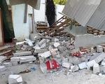 Nổ lớn sập nhà, cha chết, hai con bị thương nặng