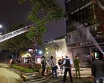 8 xe chữa cháy ứng cứu cửa hàng nội thất tại Đà Nẵng trong mưa lớn