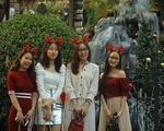 Hà Nội đang tràn ngập sắc đỏ mùa Giáng sinh