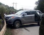 Bị truy bắt, 2 nghi phạm bỏ lại ôtô chở hơn 2 tạ ma túy đá, trốn vào rừng