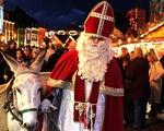 10 phong tục Giáng sinh kỳ lạ: đốt hình nộm dê và giấu chổi