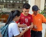 Quang Hải, Đình Trọng, Thành Chung tranh thủ tập gym trước giờ ăn trưa