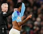Thua Wolverhampton theo kịch bản không tưởng, Man City tung