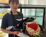 Valentine trùng ngày Thần tài: Bó hoa, hũ vàng bằng bánh kem vừa làm đã hết