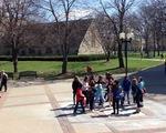 Thu hút sinh viên bằng campus tour kiểu Mỹ