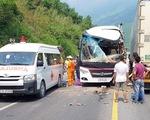 Tông xe trên đường dẫn hầm Hải Vân, nhiều người Hàn Quốc bị thương