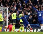 Tân binh Higuain tỏa sáng, Chelsea đè bẹp Huddersfield