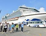 Tàu khách, tàu hàng nhộn nhịp