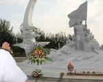 Hàng ngàn người đến tưởng niệm các chiến sĩ Gạc Ma