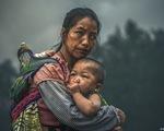Ảnh chụp mẹ con người Mông nhận thưởng gần 3 tỉ đồng