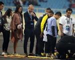 Nghi bị chấn thương cổ, cầu thủ U23 Brunei phải rời sân cấp cứu