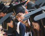 Nữ giáo sư bị phanh phui bắt sinh viên làm luận văn cho con gái mình