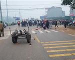 Tai nạn thảm khốc giữa xe khách và đoàn đưa tang: 7 người chết